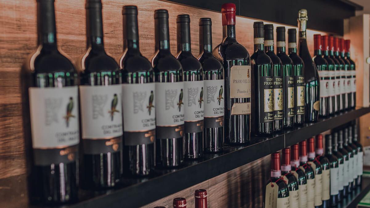 Osteria-Siciliana-Regensburg-Weinflaschen